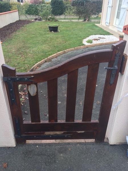 Le portillon bois remplacé par du PVC un modèle PVC à Mouzillon