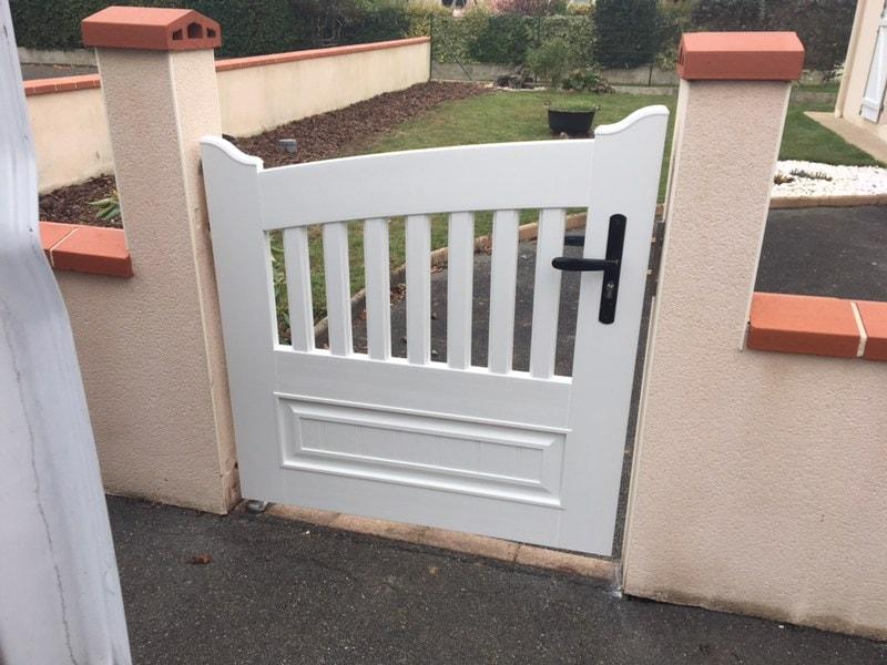 Le portillon PVC posé par Nant'Artisans à Mouzillon