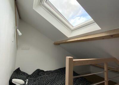 chambre avec velux dans combles aménagées